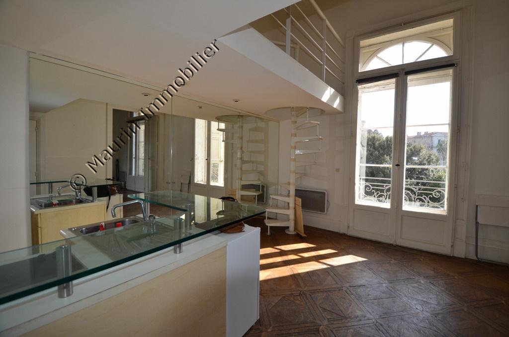 vente montpellier centre ville t2 mezzanine dans immeuble de caract re. Black Bedroom Furniture Sets. Home Design Ideas