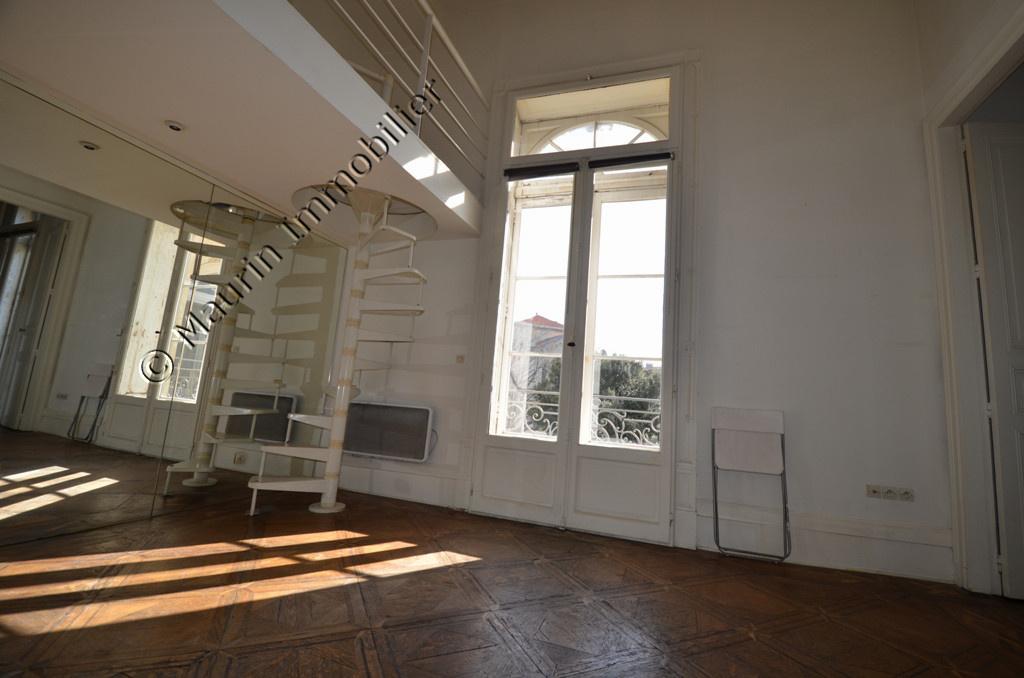 vente montpellier centre ville t2 mezzanine dans. Black Bedroom Furniture Sets. Home Design Ideas